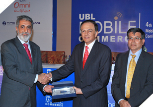 Mr. Imran Qurashi (President Access Group) receiving an accolade at the 4th International Mobile Commerce Conference.