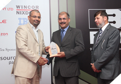 r. Owais Zaidi (COO Access Group) receiving an accolade at the 9th International E-Banking Conference & Exhibition 2011.