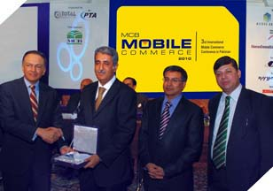 Mr. Imran Qurashi (President Access Group) receiving an accolade at the 3rd international Mobile Commerce Conference.